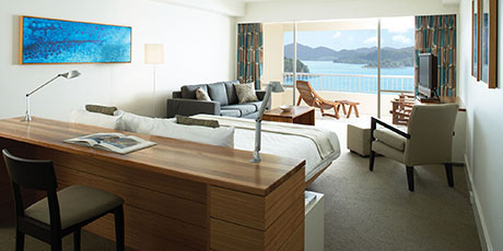 Offering a king bed and large balcony with guaranteed unobstructed views of the Coral Sea, these spacious and modern rooms are located on the upper floors of the hotel.