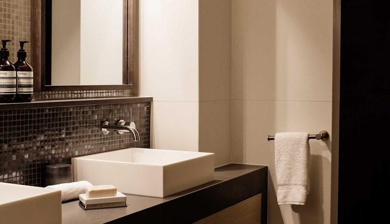 Bathroom in the Premium Beach Club room
