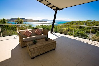 Luxury waterfront accomodation at Peninsula 8 on Hamilton Island