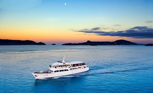 Denison Star - yacht dinner cruise on Hamilton Island, Australia