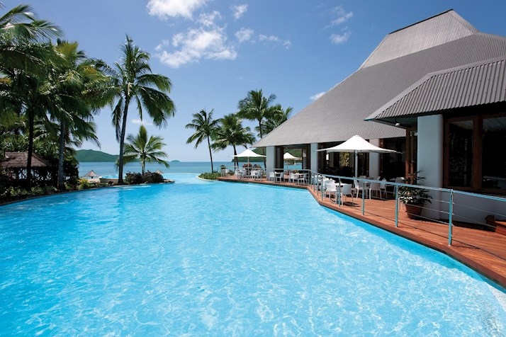 Hamilton Island, thanks to the Hamilton Island weather, is an ideal family getaway, particularly when Great Barrier Reef accommodation and Great Barrier Reef hotels are on sale.