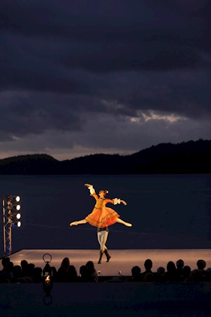 Many people enjoy a beautiful ballet performance on Pebble Beach on their family vacation on Hamilton Island
