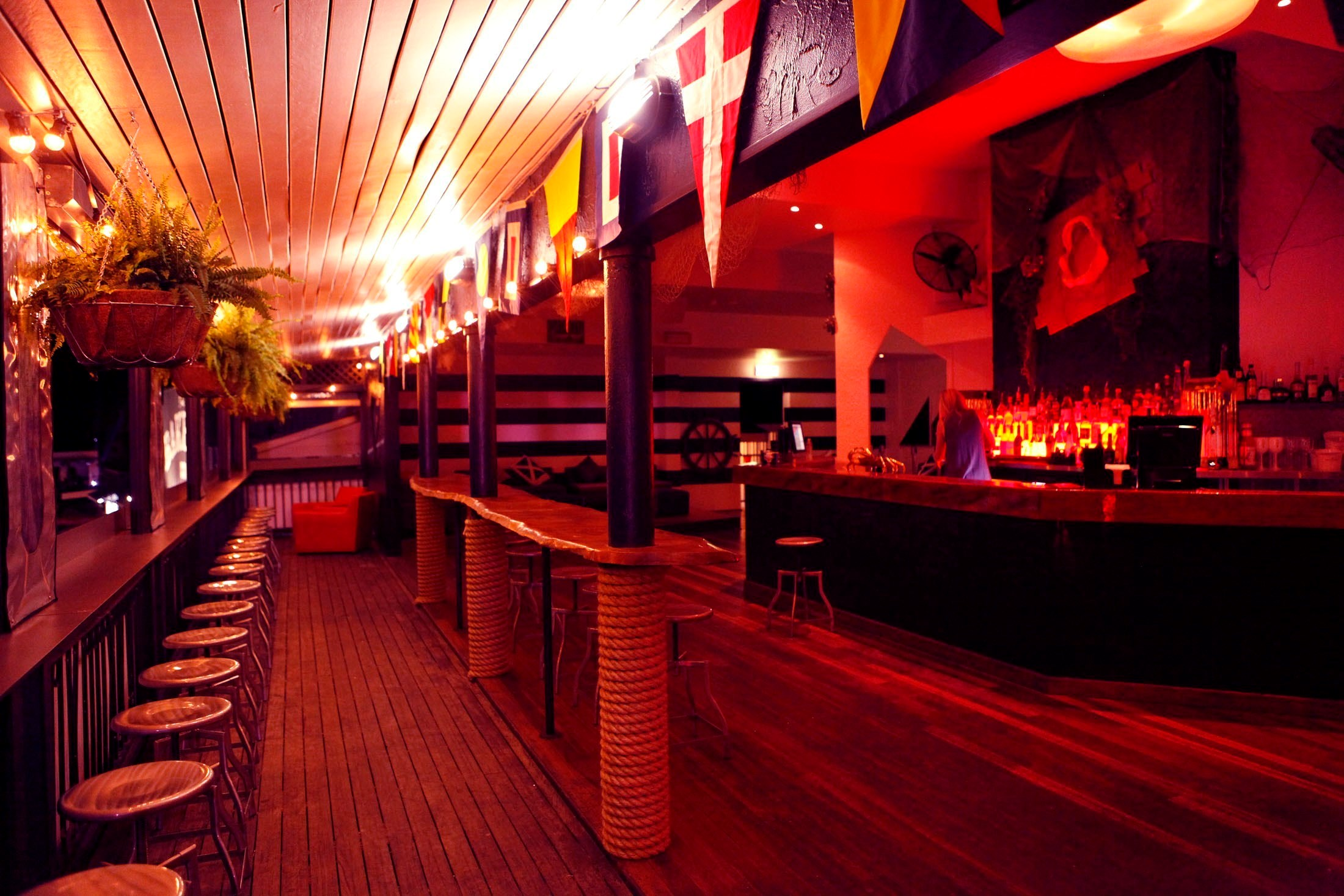 Captains Club Lounge Bar On Hamilton Island   Great Place For Your Romantic  Gateway Nights