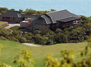 Golf course Clubhouse - enjoy the perfect golf holiday  on Hamilton Island
