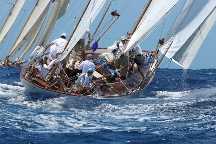AHIRW Dorade hamilton island race sail 2