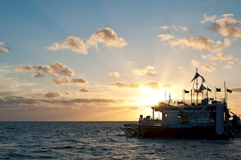 Sleep at the Great Barrier Reef with Cruise Whitsundays - Hamilton Island