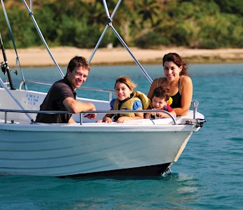 Hamilton Island family holidays - discover the Great Barrier Reef on a dingy