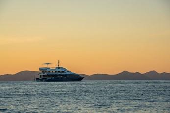 Sunset on the Hamilton Star - Hamilton island romantic getaway
