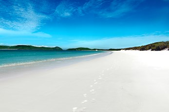 Discover Whitehaven Beach with Hamilton Island honeymoon deals