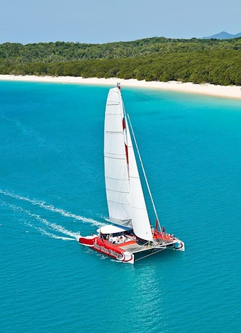 Want to explore the Whitsundays? Book a sailing trip with Hamilton Island