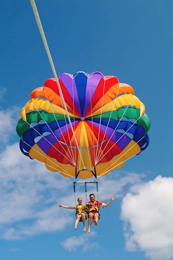 Explore the Island by parasailing - Holiday deals Hamilton Island