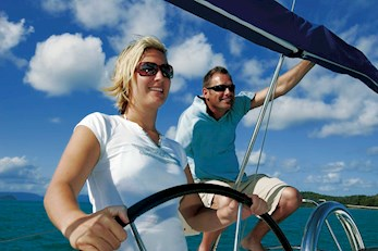 Charter a yacht to visit the Whitsundays - holiday packages Hamilton Island