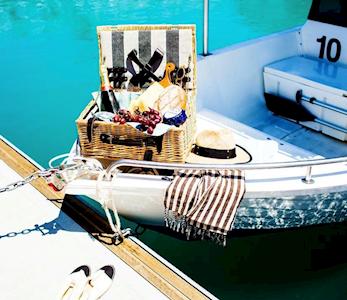 personal boat hire on hamilton island