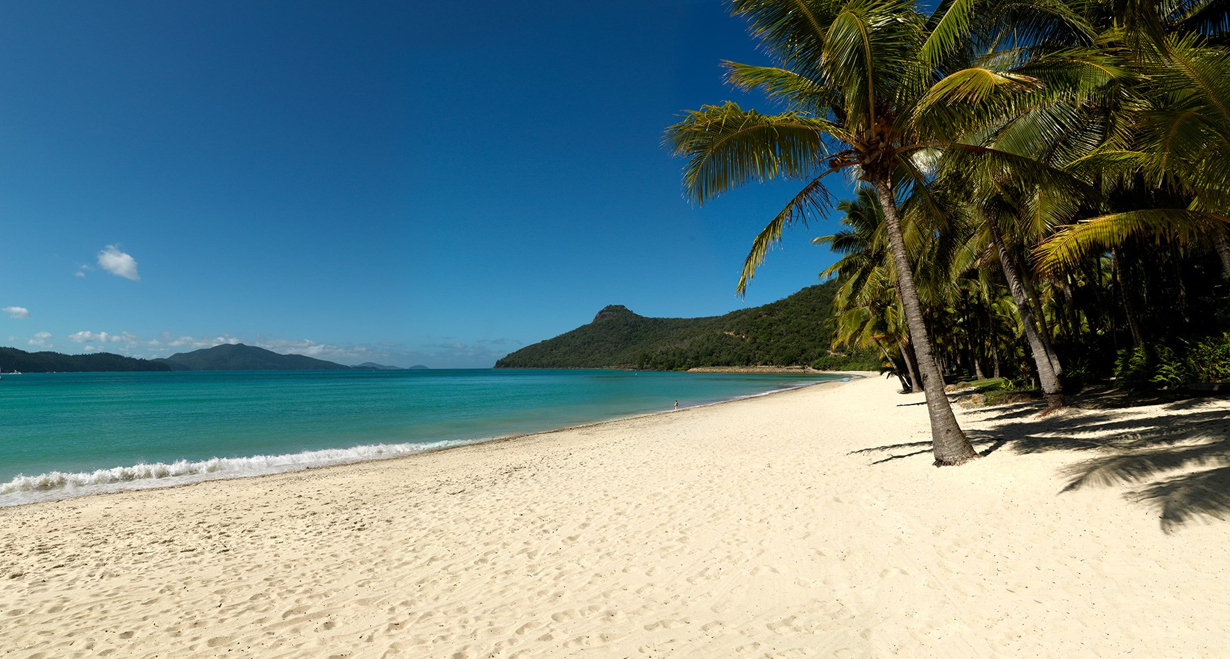 Catseye Beach with passage peak at Hamilton Island