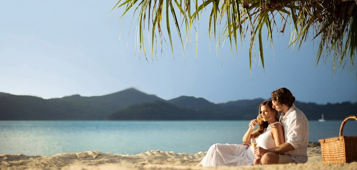 couple beach at hamilton island romance