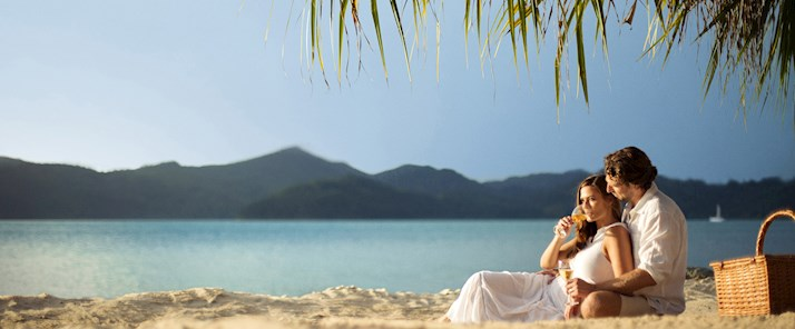 couple beach at hamilton island romance