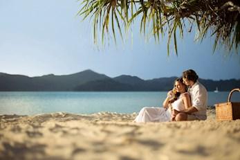 Hamilton Island babymoon - enjoy a relaxing picnic on the beach