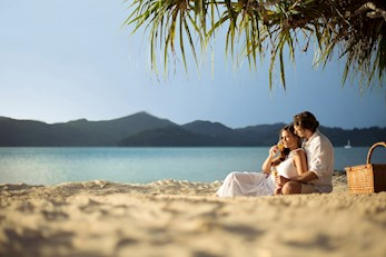 Hamilton Island babymoon - enjoy a relaxing picnic on the beach