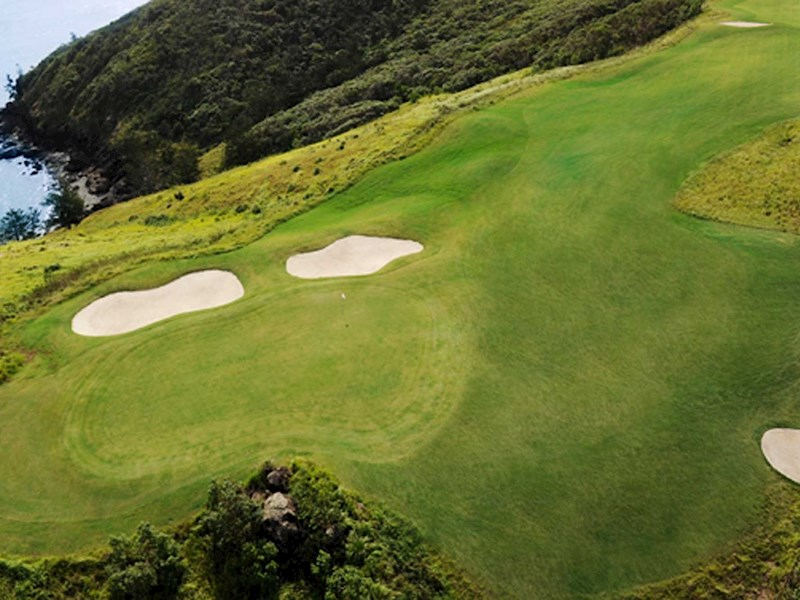 Renowned golf course on Dent Island - Hamilton Island golf holidays