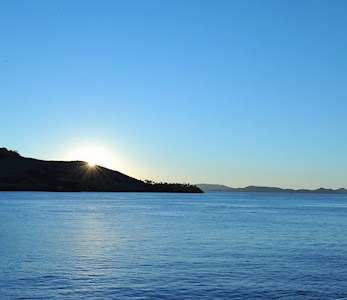 Hamilton Island luxury hotel - see the amazing sunset from the Bommie Deck at the Yacht Club
